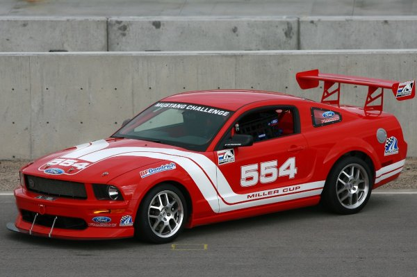 Ford Racing Mustang FR500S